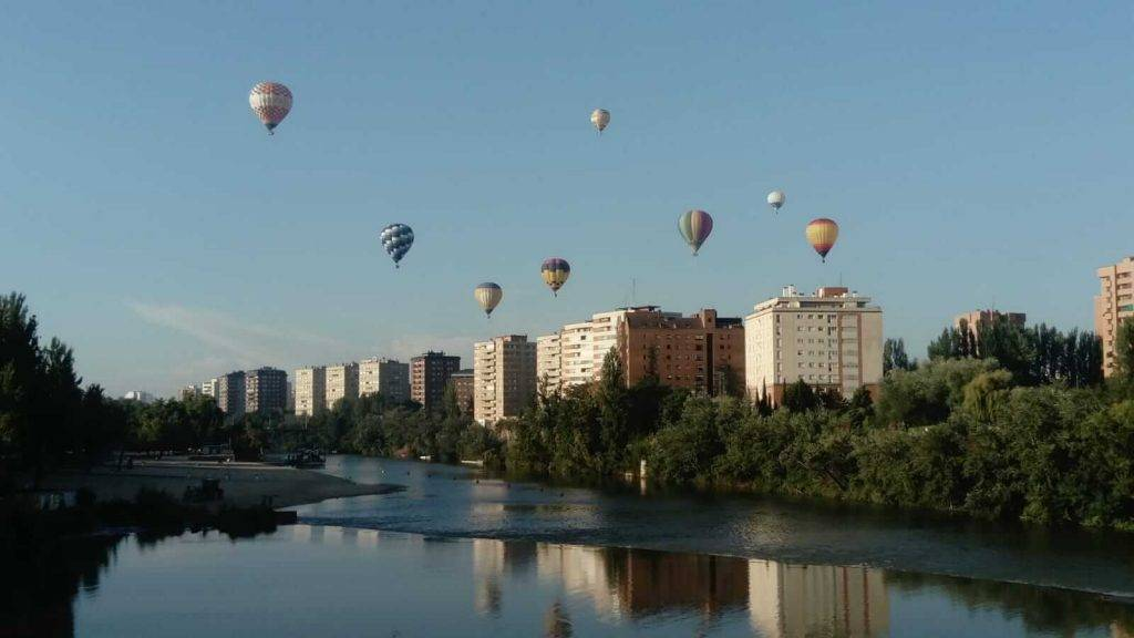 Los globos sobre la ciudad