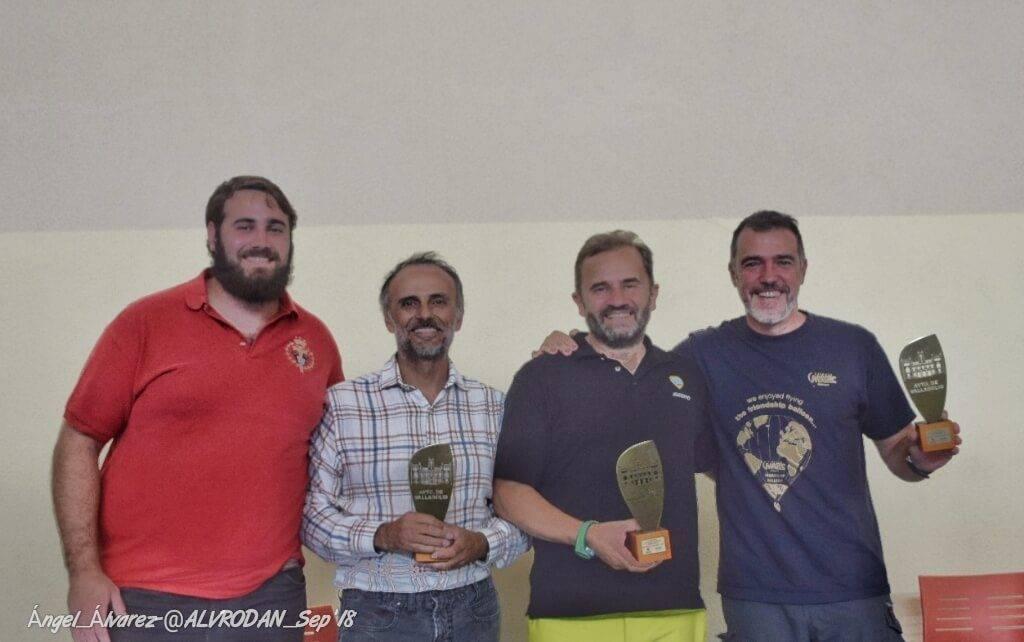Los tres primeros clasificados con el nuevo presidente del Club Mesetario