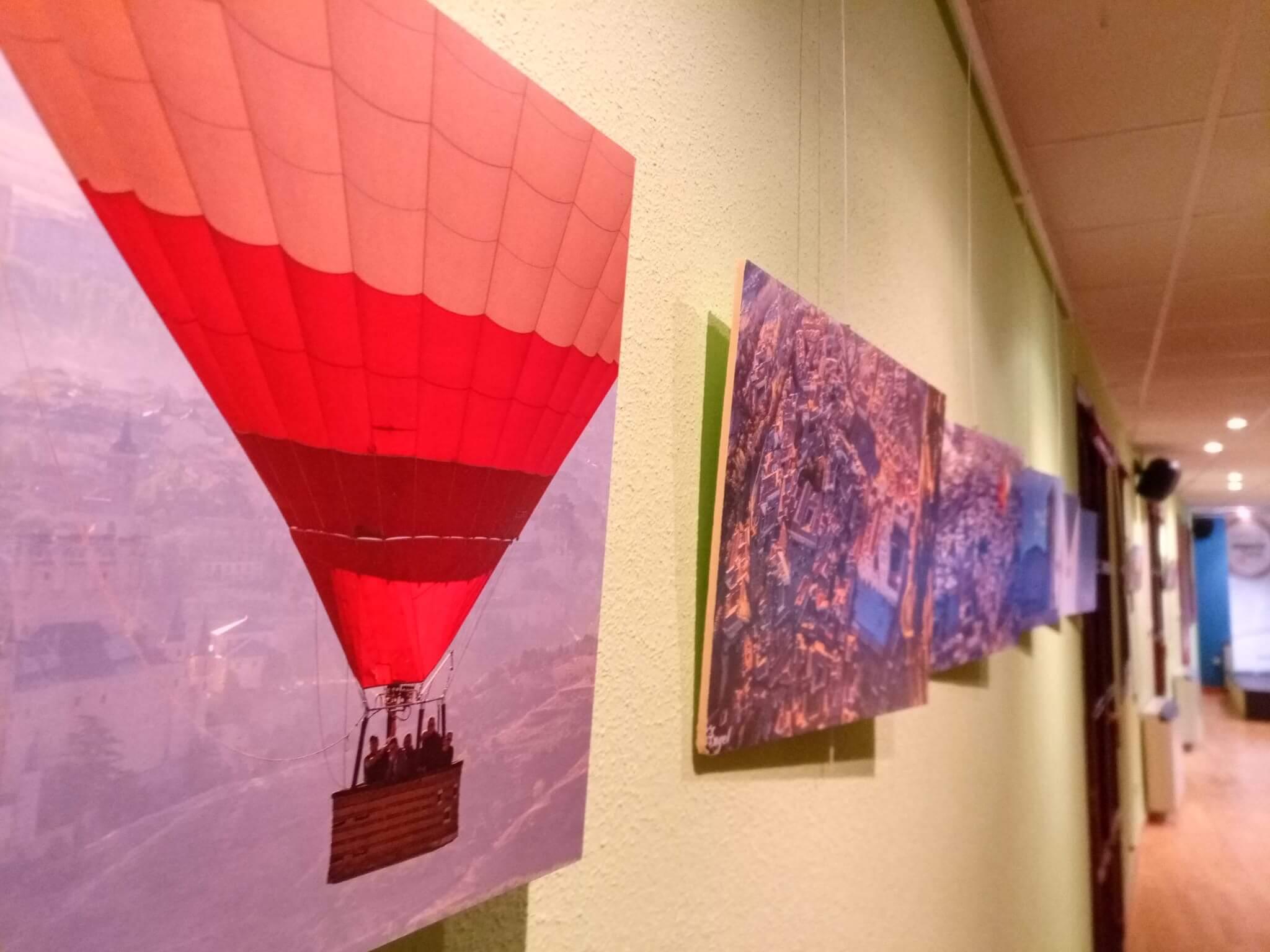 Exposición fotográfica de globos cedida por Siempre en las nubes