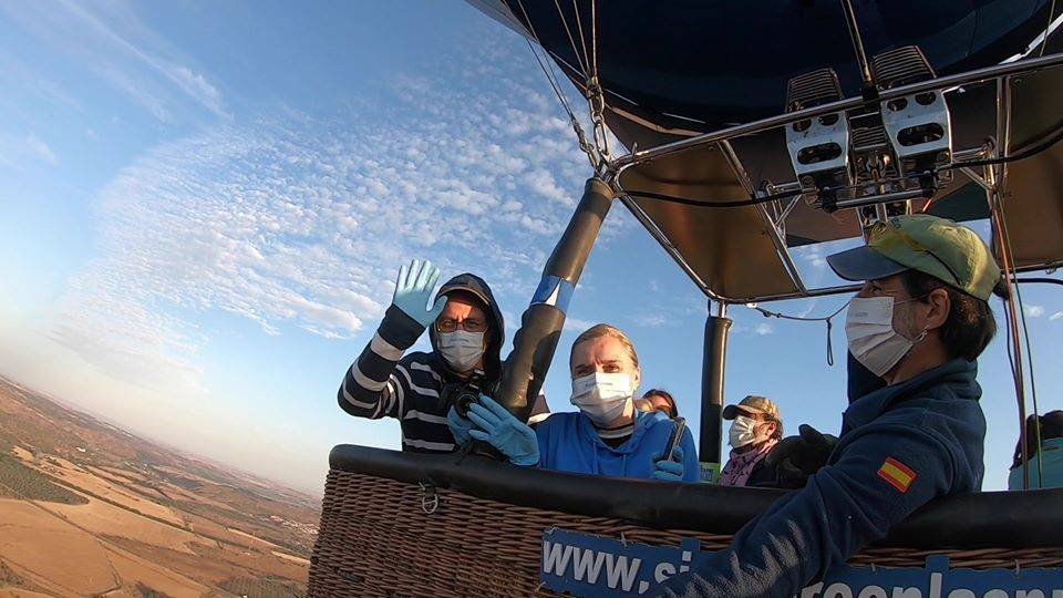 Homenaje sanitarios en globo aerostatico